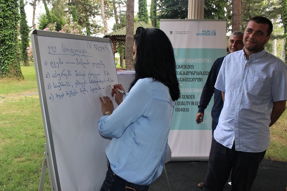 Participants of the workshop working in groups. Photo: NALAG