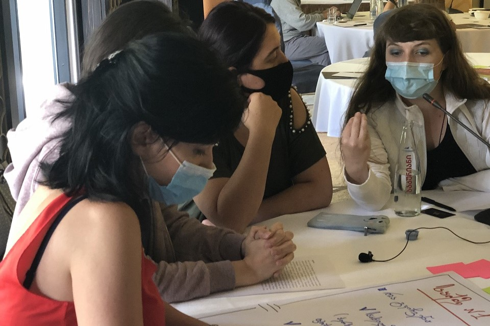 Participants of the workshop working in groups. Photo: UN Women
