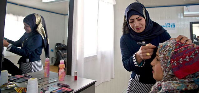 Intesar Hassan, 20, Syrian refugee woman learned to be a hairdresser through aworkshop at the Oasis Center for Resilience and Empowerment of Women and Girls in the Azraq refugee camp. Photo: UN Women/Lauren Rooney