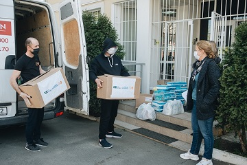 UN Women with the support of Sweden and together with the UNFPA in the Republic of Moldova delivered a lot of essential products for approximately 250 women victims and survivors of violence, including those with children, who are beneficiaries of the assistance centers across the country. Credit: UNFPA Moldova/ Dan Gutu