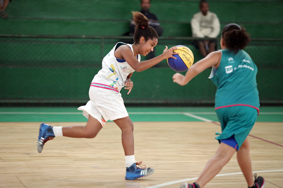 Sport helps them gain confidence in their strength and abilities, which they can then apply to overcome other challenges. When sport practice is combined with safe spaces and holistic life skills learning opportunities, it empowers girls and boosts their autonomy.