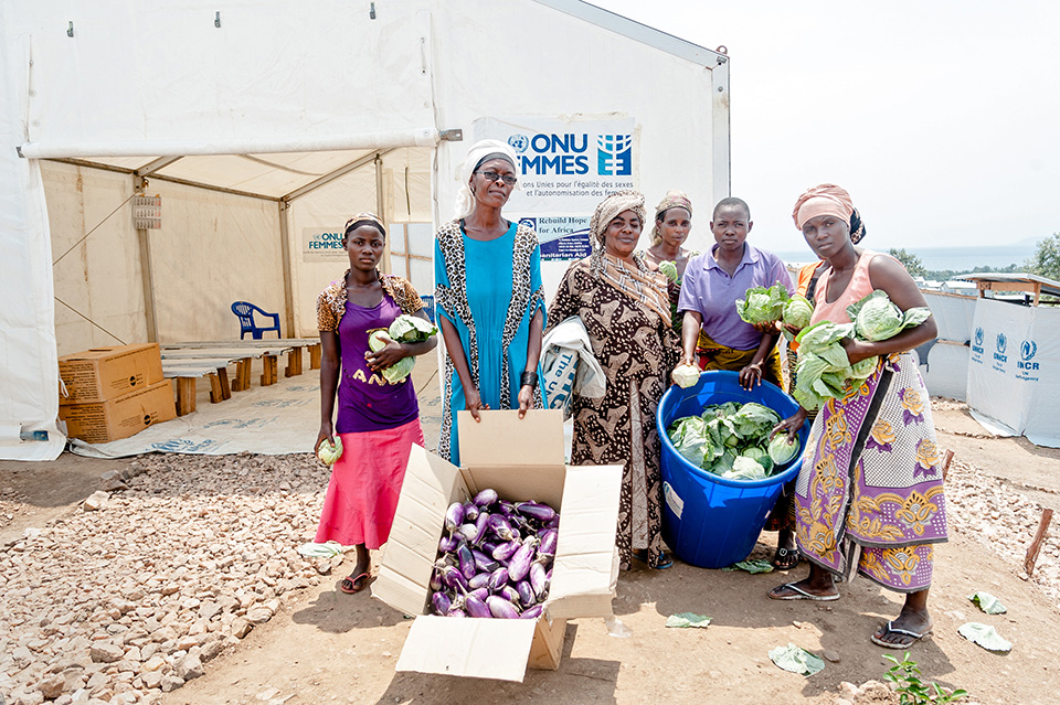 Also at the multipurpose centre, Luscie, far right, joined the collective efforts to cultivate vegetables for a shared profit. Her goal: to make enough money to replace her children's torn clothes.  Photo: UN Women/Catianne Tijerina
