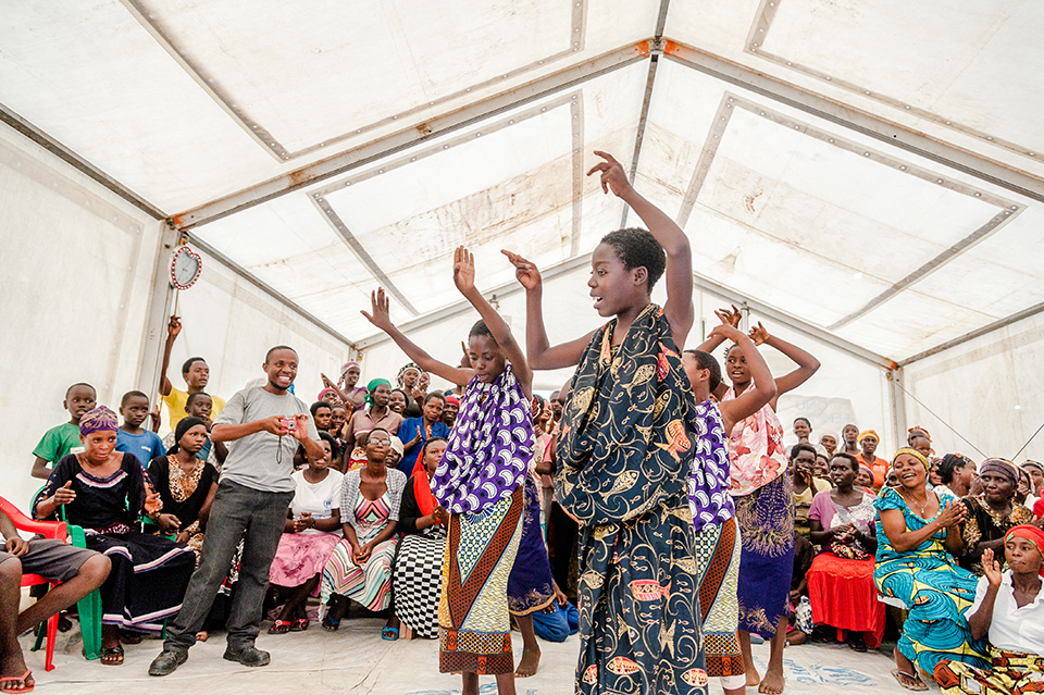 Celestine, a refugee at the Lusenda camp, leads a dance performance organized by youth at a multipurpose centre in October 2015. The centres also serve as safe spaces for women to feel comfortable and express themselves, without the fear of judgement or harm.  Photo: UN Women/Catianne Tijerina
