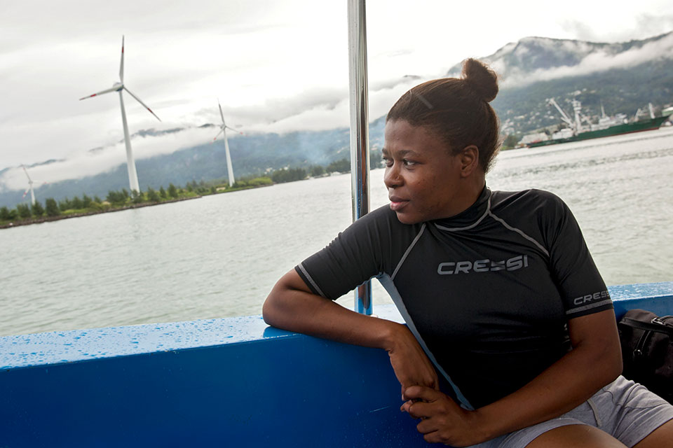 Sylvanna Antat, Marine Research Officer with the Seychelles National Parks Authority, plays a leading role in mapping coral reefs in the waters around Mahe Island in Seychelles. Photo: UN Women/Ryan Brown