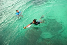 In Seychelles, women  work to find practical solutions to counter the negative impacts of climate change and degradation of ocean environments. Photo: UN Women/Ryan Brown