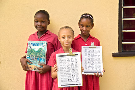 Members of aWildlife Club of 8-year-old children on an outing to learn about mangroves. Photo: UN Women/Ryan Brown
