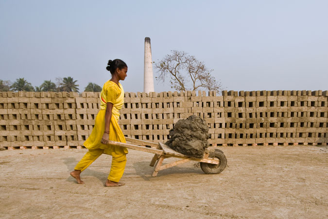 Woman pushes a wheelbarrow in India. Photo: UNDP/Amitava Chandra