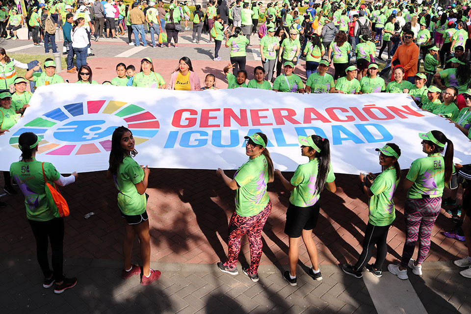 Women in Guatemala hold up a 'Generacion Igualdad' banner during a 5k race. Photo: UN Women