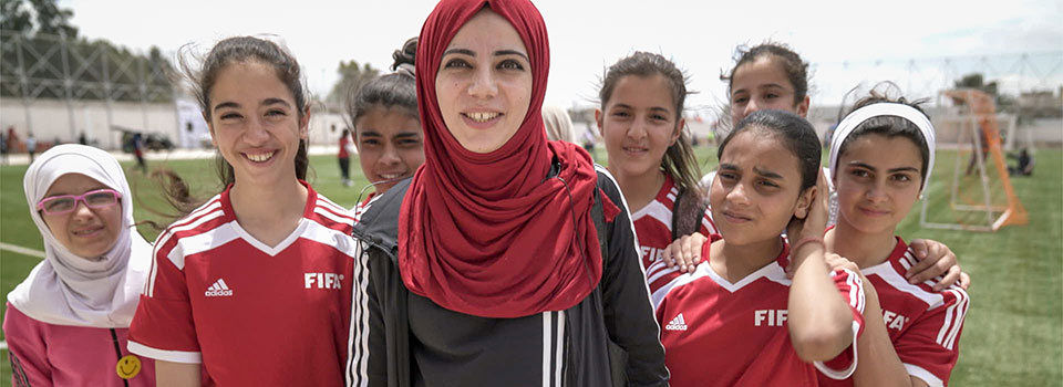 A mixed-national camp in Jordan brings together Jordanian and Syrian refugee girls. Photo: UN Women/Chris Herwig