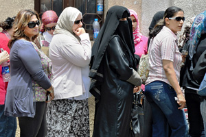 Egyptian women waiting in line to cast their presidential ballots