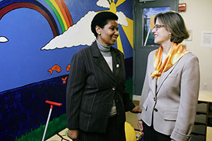 UN Women Executive Director Phumzile Mlambo-Ngcuka meets with Safe Horizon CEO Ariel Zwang at the Lang House Shelter in NYC on 6 December 2013