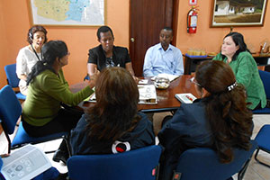 (From left to right) María Hernández, Administrator of Quitumbe; Hope Tumukunde, Vice Mayor of Kigali; Benon Kabera, Coordinator of Safe Cities UN Women Rwanda; and Azucena Sono, Coordinator of Safe Cities in the Patronato Municipality of San José, meet in Quitumbe. Photo: UN Women