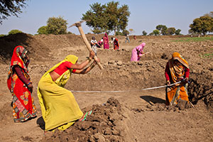 Women mark the area to be dug by workers and oversee the work's completion in Village Satavasa, Lalitpur, Uttar Pradesh. Photo: UN Women/Gaganjit Singh Chandok