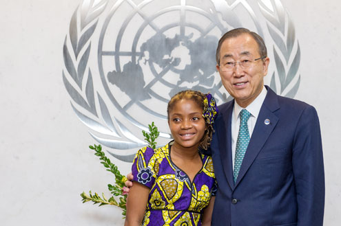 Raquelina Langa poses for a photo with UN Secretary-General Ban Ki-moon. UN Photo/Mark Garten