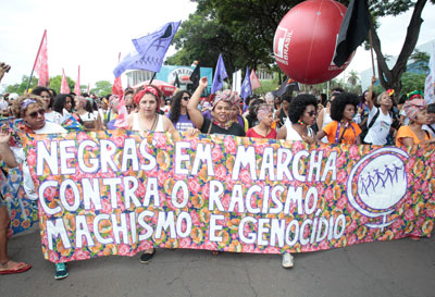 Women unite against racism and gender inequality at the March of Black Women on 18 November in Brazil. Photo: UN Women/Bruno Spada