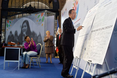 "UN Secretary-General Ban Ki-moon signs the Call to Action, ""Women Leaders: Time to Step It Up for Gender Equality,"" during the closing ceremony of the high-level event on ""Women in power and decision-making: Building a different world,"" held in Santiago, Chile, on 27–28 February 2015. (Photo: UN Women/Carolina Sainz.)"