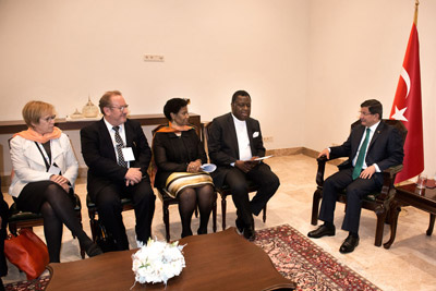 UN Women Executive Director with Turkish Prime Minister Ahmet Davutoglu and others. Photo: UN Women/Ventura Formicone