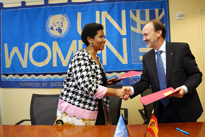 UN Women Executive Director Phumzile Mlambo-Ngucka and Jesús Manuel Gracia Aldaz, Spain's Secretary of State for International Cooperation and for Ibero-America, signed a Strategic Partnership Framework in New York on 29 September.