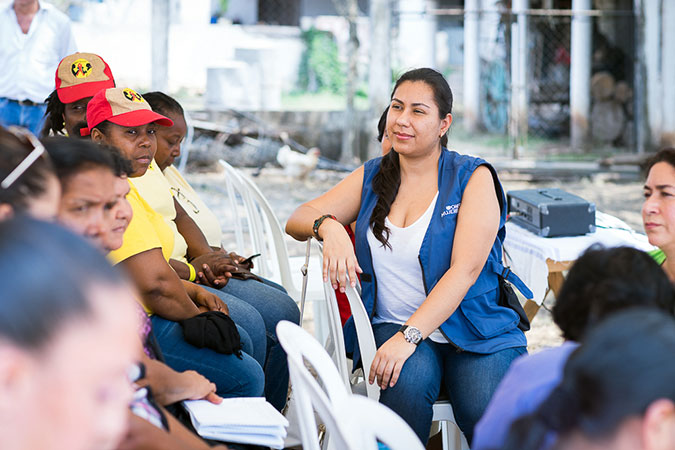 María José Schaeffer listening to the life stories of rural women entrepreneurs in Jalapa, Chiquimula and Izabal, Guatemala (2016). Photo: UN Women/Alejandro De León.