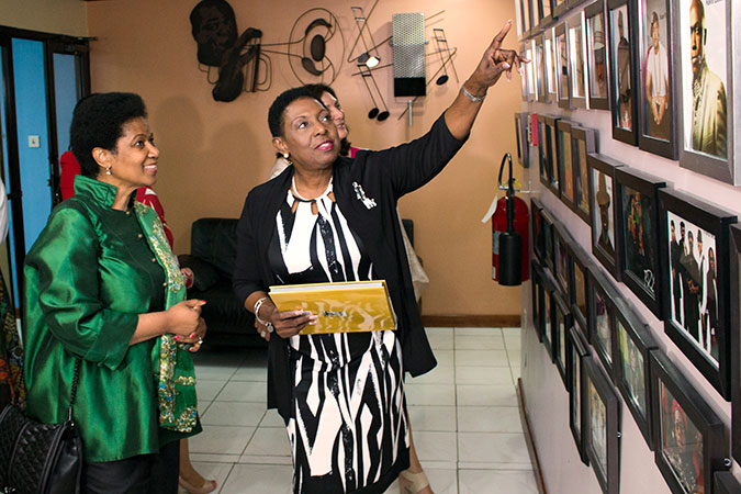 Jamaica's Minister of Culture, Gender Affairs, Entertainment and Sport, Honourable Olivia Grange with UN Women Executive Director Phumzile Mlambo-Ngcuka on 1 November. Photo: UN Women/Jean-Pierre Kavanaugh