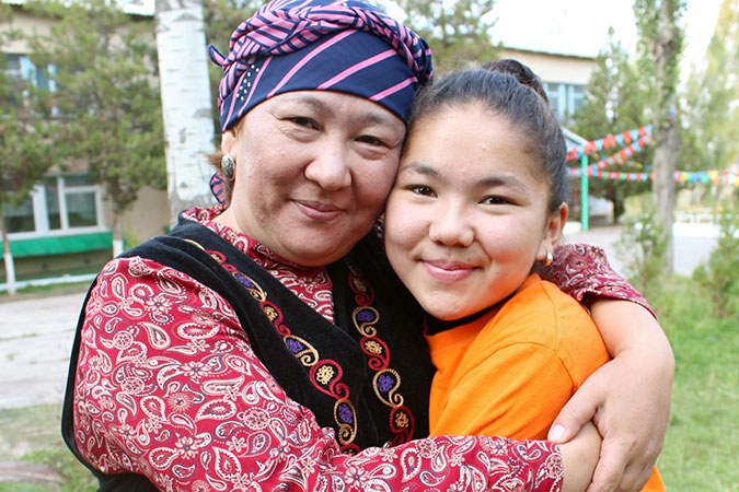 Aiturgan Djoldoshbekova and her mother Aigul Alybaeva. Photo: UN Women/Theresia Thylin