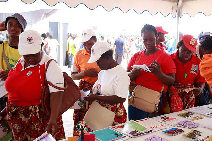 In Mozambique, an information fair to end violence against women, in collaboration with medical services, was held at a local market where women work. Photo: UN Women