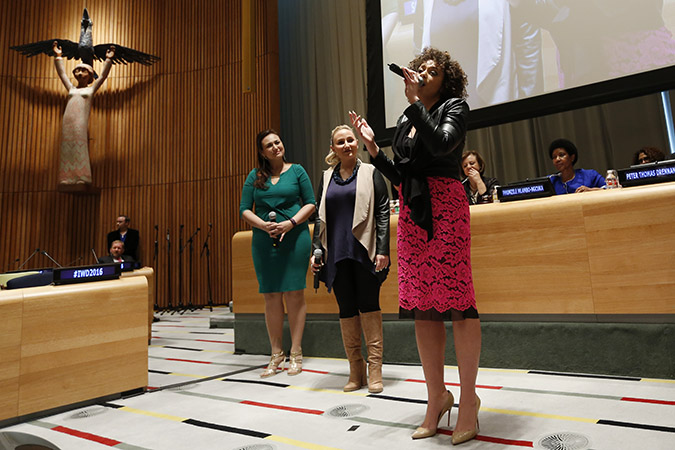 Celebrated soprano Renée Fleming performs at the UN official commemoration of International Women's Day in New York. Photo: UN Women/Ryan Brown