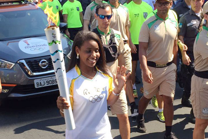 Thaiza Vitória, 15-year old handball player and member of 'One Win Leads to Another' programme walk with the Olympic Torch. Photo: UN Women/Isabel Clavelin