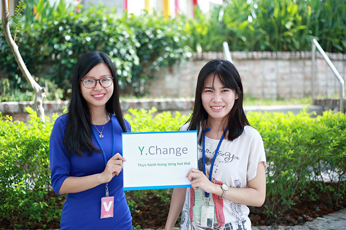embers of Y.Change, Le Thi Yen and Trang. Photo: Duong Long
