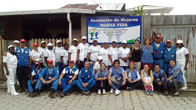 Women of New Life with Representative of UN Women Colombia, Representative of the Embassy of Norway and Colombian Red Cross, entities that developed the initiative. Photo: UN Women