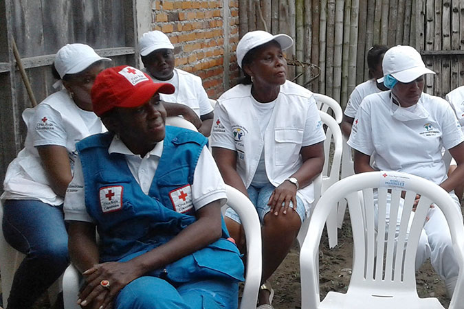 The project supports women in uniforms, to qualify their work. In this way, they use one type of uniform for food handling and another for the time of sale and marketing. Photo: UN Women