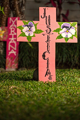 A cross calling for justice for the femicide of Mariana Lima, made by her mother. Photo: UN Women/Dzilam Méndez
