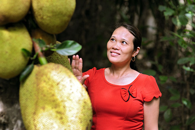 """Huong Duong is a """"communicator"""" on disaster risk reduction in My Thuy commune. Photo: UN Women Viet Nam/Hoang Hiep"""