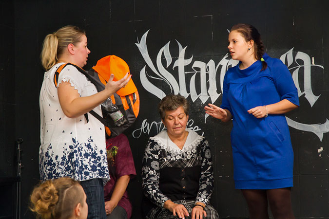Olesya Arkhypova (right) participates in interactive theatre. Photo: UN Women/Alexander Alfyorov