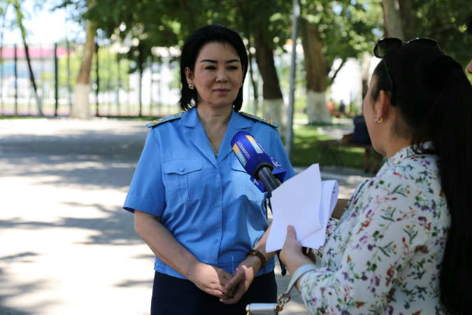 Senior Assistant to the General Prosecutor Saltanat Tursunbekova speaks with a journalist. Photo: Kazakhstan's General Prosecutor's Office.