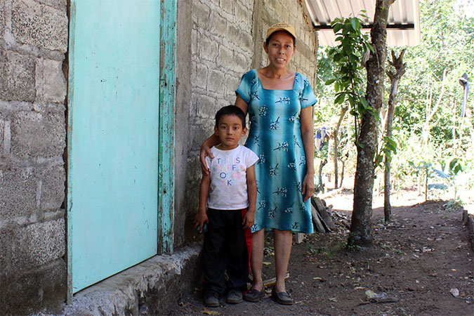 Mercedes Sanchez de Garcia with her youngest son. Photo: UN Women/Monika Remé