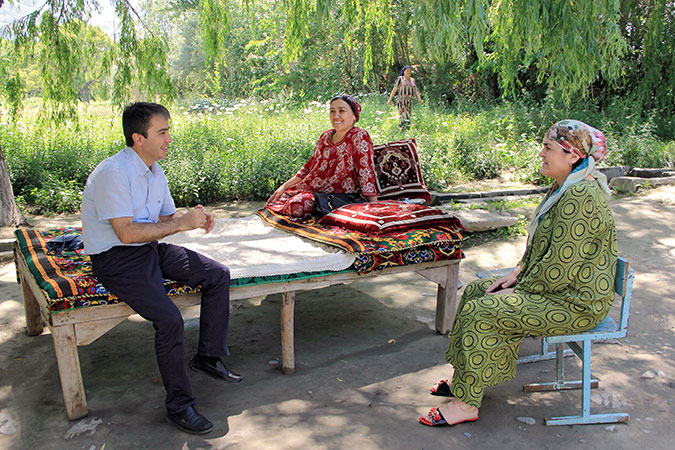 Amir Madamoniv, UN Women Programme Coordinator, meets with women living along the Tajik-Kyrgyz border. Photo: UN Women/Aijamal Duishebaeva