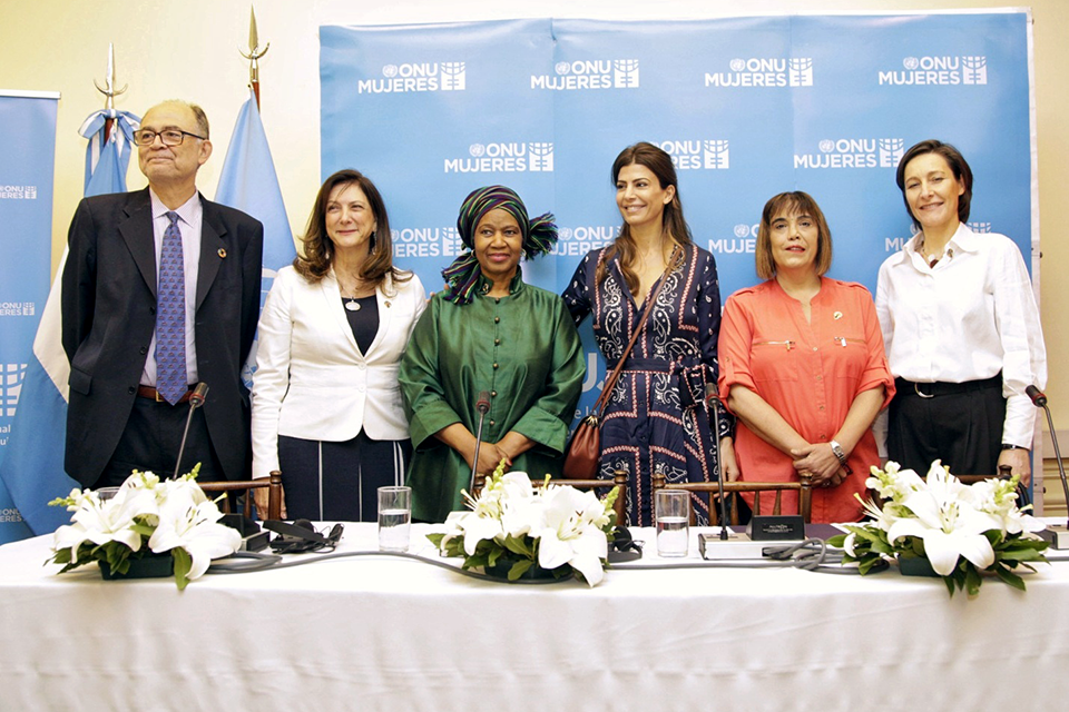 From left to right: Rene Mauricio Valdés, UN Resident Coordinator in Argentina; Luiza Carvalho, Regional Director of UN Women for Latin America and the Caribbean; UN Women Executive Director Phumzile Mlambo-Ngcuka; Juliana Awada, First Lady of Argentina; Fabiana Tuñez, Director of the National Institute of Women; and Aude Maio-Coliche, Ambassador of the European Union in Argentina at the inauguration of the UN Women Office in Buenos Aires. Photo: UN Women/Rodrigo de la Fuente.