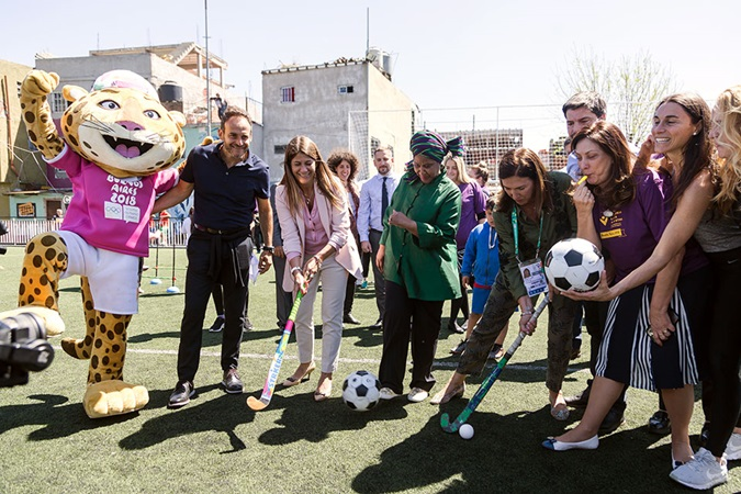 The launch of the One Win Leads to Another Initiative in Argentina included a soccer and hockey clinic that gathered participants from Brazil and Argentina in a sports facility recently built in the outskirts of Buenos Aires. Photo: UN Women/Rodrigo de la Fuente