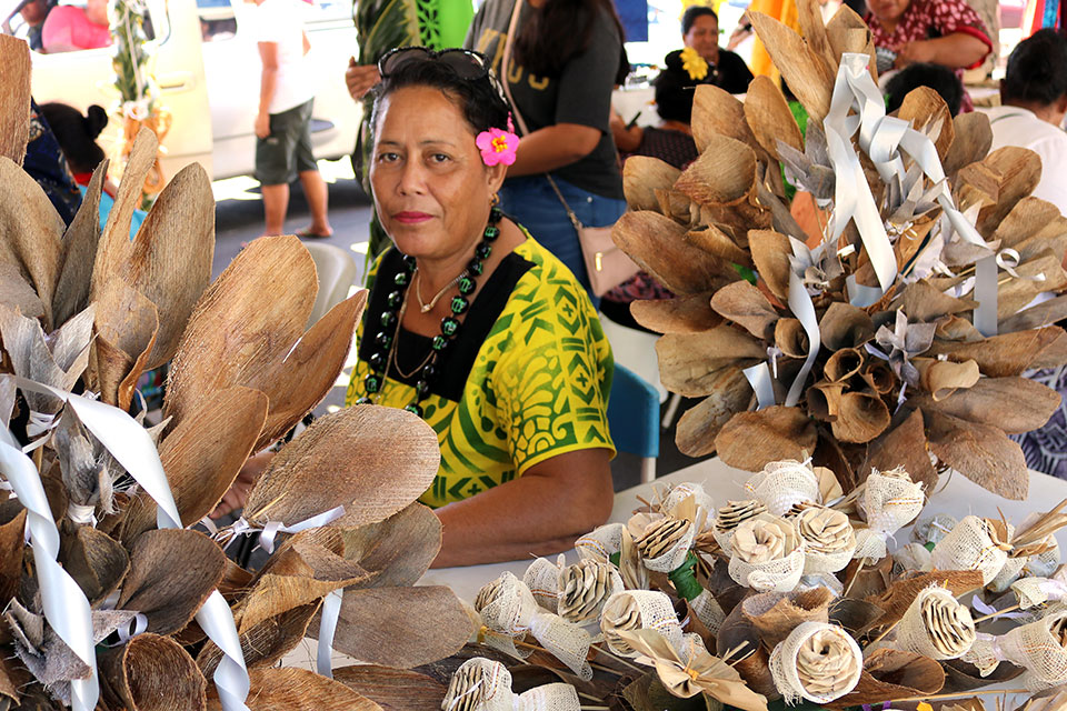 A woman sells handicrafts at a local market. Photo:  UN Women/Sarika Chand