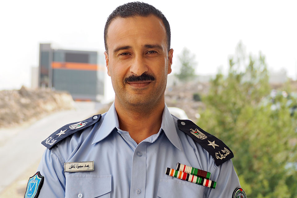 Imad Natour poses for a photo in his police uniform. Photo: UN Women/Eunjin Jeong