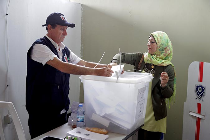 A woman casts her vote in Lebanon's first parliamentary elections since 2009. Photo: UN Women/Jean Safi