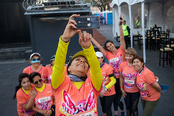 Guadalupe Aurora San Román Canseco takes a photo with fellow runners. Photo:  UN Women