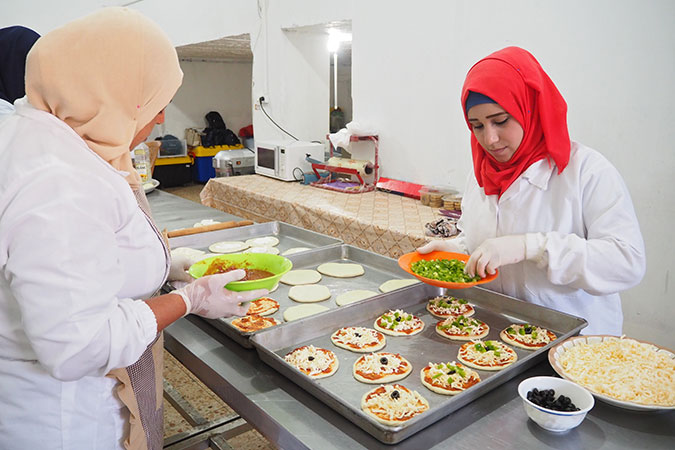 Trainees at Food Incubator making pizzas to be delivered to customers. Photo: UN Women/Eunjin Jeong
