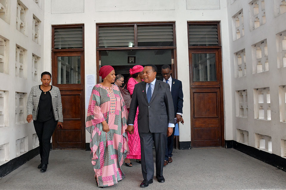 UN Women Executive Director Phumzile Mlambo-Ngcuka walks with Minister of Foreign Affairs Augustine Mahiga. Photo: UN Women/Neema Muunga