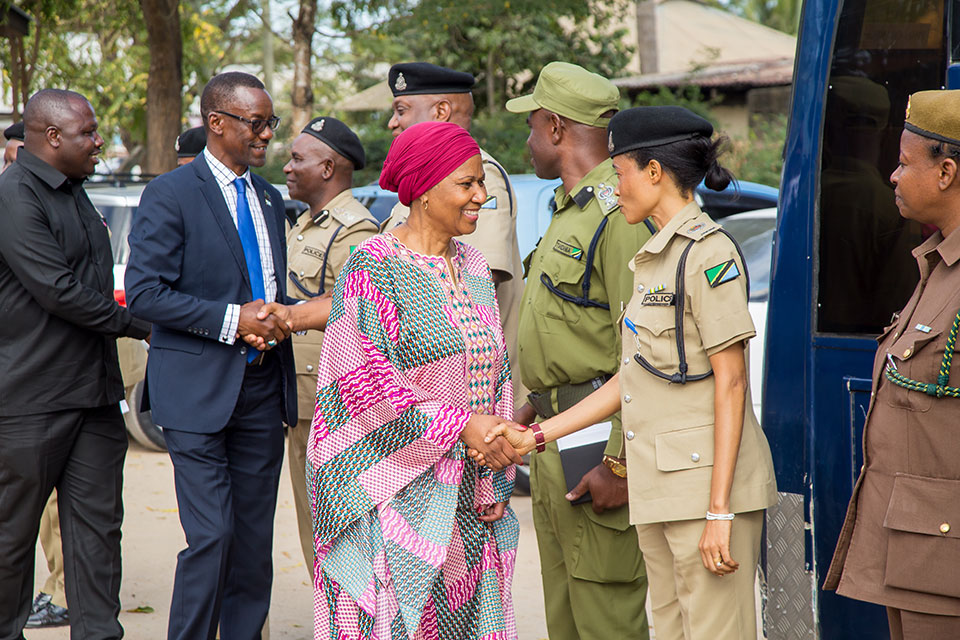 UN Women Executive Director Phumzile Mlambo-Ngcuka meets members of the Tanzania Police Female Network. Photo: UN Women/Neema Muunga