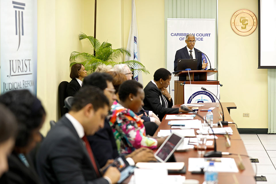 Justice Adrian Saunders of the Caribbean Court of Justice kicked off the discussion of the gender-sensitive administration of justice and the impact of collaboration with UN Women on the policies of the Court. Photo: UN Women/Ryan Brown