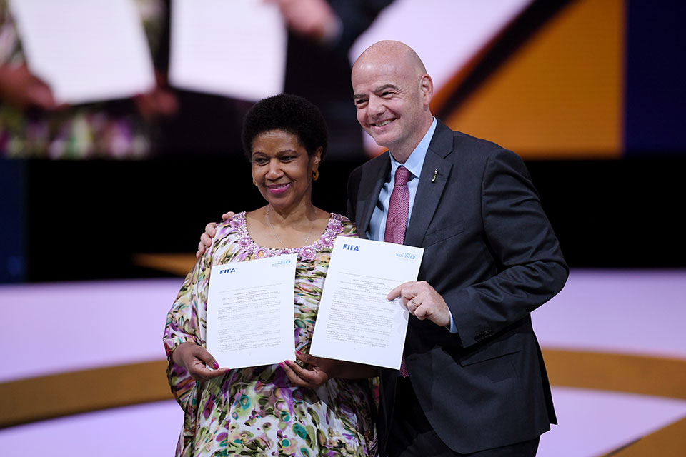 Gianni Infantino, FIFA President and Phumzile Mlambo-Ngcuka, Executive Director of UN Women sign a Memorandum of Understanding during the FIFA Women's Football Convention at Paris Expo Porte de Versailles on June 07, 2019 in Paris, France. Photo: Mike Hewitt - FIFA/FIFA via Getty Images