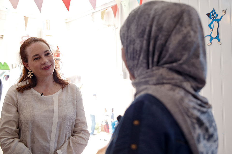 María Fernanda Espinosa Garcés, President UN General Assembly, meets Ms. Amal Al Zoubi, a childcare provider enrolled in the UN Women Oasis Center for Resilience and Empowerment of Women and Girls in the Za'atari refugee camp. Photo: UN Women/Lauren Rooney