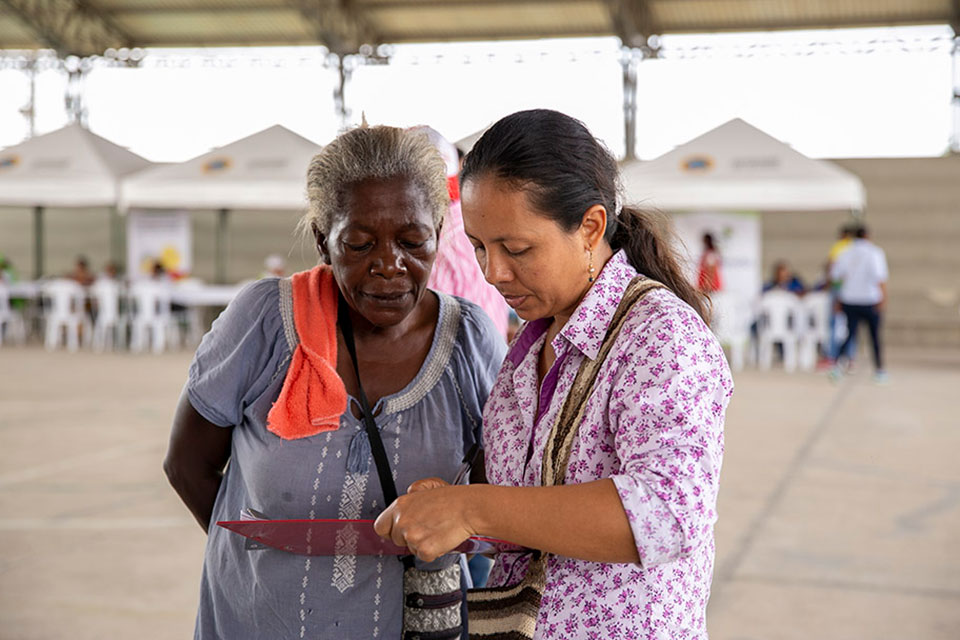 In Colombia, UN Women is working to improve the management of the information registry for women and girls, providing local rapid response plans for gender-based violence and sexual exploitation, and sensitizing the public about migrant women's rights Photo: UN Women